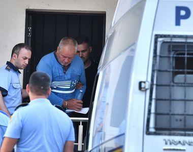 Caz Caracal. Gheorghe Dincă și-a mângâiat avocatul după ce a făcut o criză de nervi