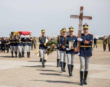 VIDEO | Ceremonie emoționantă pentru cei doi români care și-au pierdut viața în Afganistan