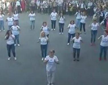 VIDEO | Profesoarele, dans în curtea școlii. Imaginile au devenit virale