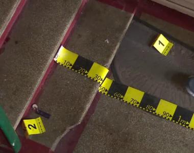 Un bărbat a fost găsit mort în scara unui bloc din Târgoviște