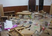 Trei copii au distrus o sala de clasă, cancelaria și grupul sanitar