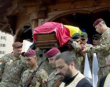 VIDEO | Ceremonie impresionantă pentru militarul român mort în Afganistan. Sute de...