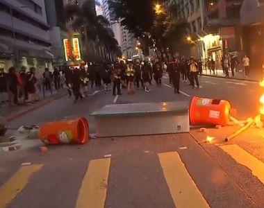 Hong Kong: Poliţia a folosit gaze lacrimogene împotriva manifestanţilor