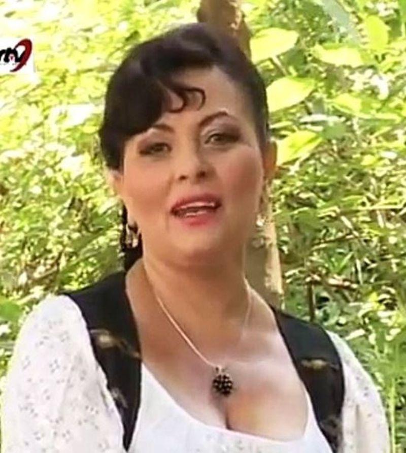 O renumită cântăreață de muzică populară împușcată în cap de soț. Scene terifiante chiar în fața copilului