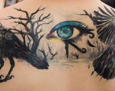 Și-a făcut un tatuaj și a ajuns de urgență la spital, la un pas de a-și pierde vederea