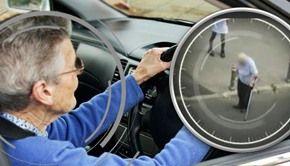 VIDEO | Au peste 70 de ani, nu văd și nici nu aud bine, dar conduc. Imagini șocante