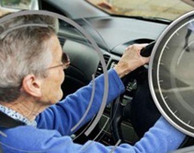 VIDEO   Au peste 70 de ani, nu văd și nici nu aud bine, dar conduc. Imagini șocante