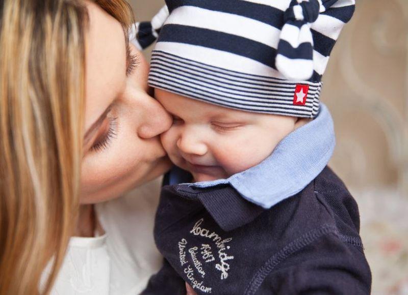 """Mama activează """"hormonul iubirii"""" al copilului. Câte femei știu de abilitatea asta?"""