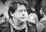 VIDEO | Lacrimi amare la priveghiul lui Ducu Darie! Duminică are loc înmormântarea regretatului regizor