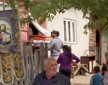 VIDEO   Familia fetiței găsite moarte în Dâmbovița se pregătește să o înmormânteze