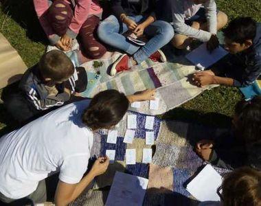 12 tineri dintr-un sat din județul Buzău au fugit din centrul de plasament după ce...