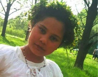 Cumplit! Ce e scris pe crucea Adrianei, fetița de 11 ani ucisă de un olandez în...