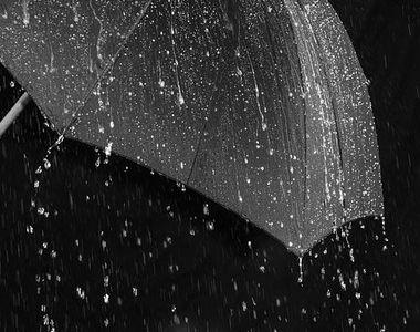 Vreme ploioasă în țară. Cod galben de ploi, începând de joi după-amiază