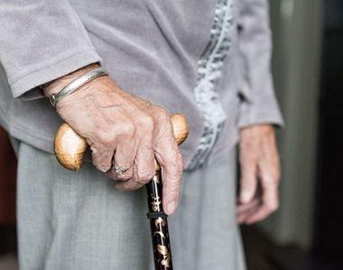 Gestul neașteptat al unei bătrâne de 62 de ani. Femeia a furat portofelul unui bărbat...