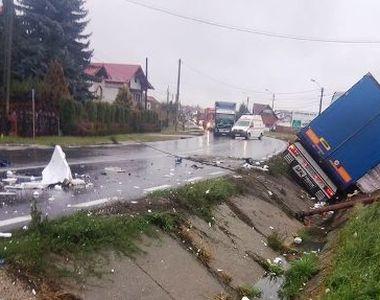 Două persoane au murit şi alte nouă au fost rănite, în două accidente petrecute pe DN7,...