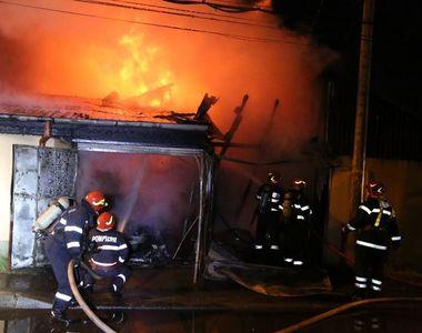 Doi soţi au murit după ce casa le-a luat foc; pompierii au găsit trupurile carbonizate