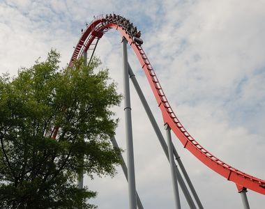 Tragedie în parcul de distracții după ce vagonul unui roller-coaster s-a desprins de pe...