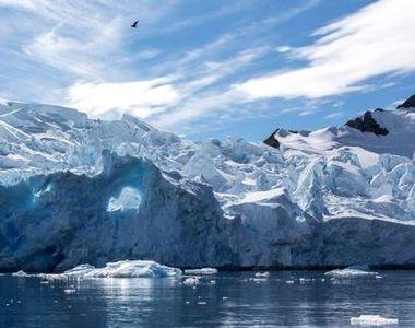 Fenomen care se întâmplă o data la 60 de ani. Un aisberg gigant s-a desprins dintr-o...