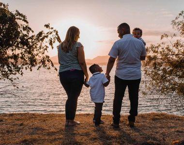 Concediu în plus pentru părinți! Mai multe zile libere pentru cei cu copii mai mici de...