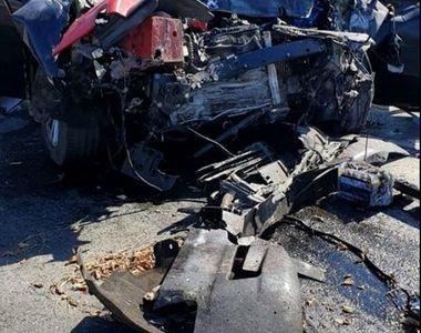 Accident de proporții, după ce mașina unei femei s-a ciocnit de un TIR