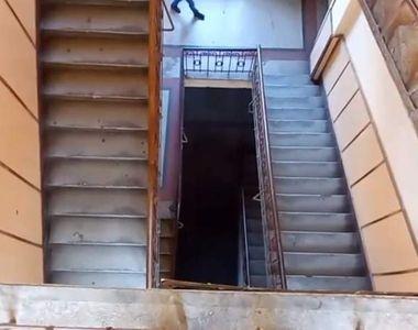 VIDEO | Grav accident la o școală din Năsăud. Elev în stare critică după ce a căzut de...