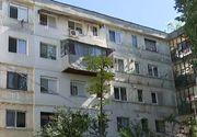 VIDEO   Orasul cu sute de balcoane construite după bunul plac. Pericol pentru trecători