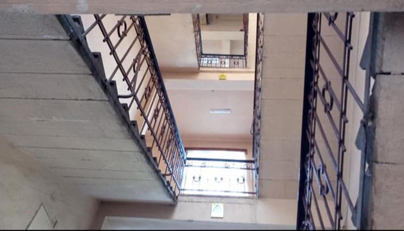 Un elev a căzut de la etajul 2 al unei școli din Năsăud. Băiatul este în stare gravă