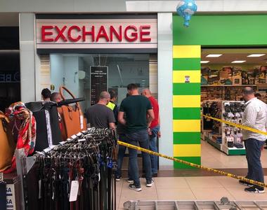 Hoţii au furat aproximativ 160.000 de euro de la casa de schimb valutar. Au intrat prin...