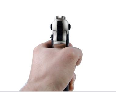 Copilă de 14 ani, împușcată accidental de un băiat care se lăuda cu arma familiei