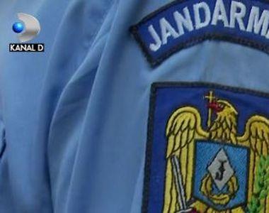 VIDEO | Jandarmul cu apucături bolnave, pericol pe internet. A încercat să profite de...