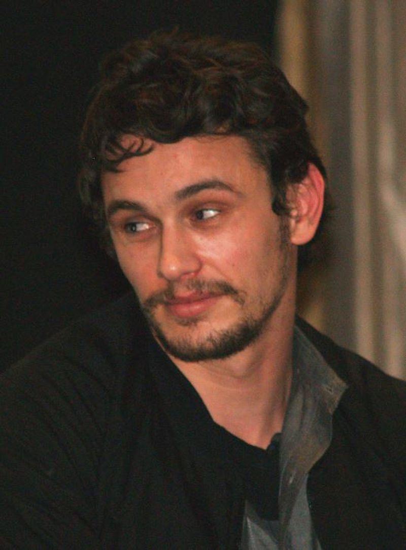 Un anumit regizor și actor acuzat că ține cursuri de actorie pentru a profita de femei