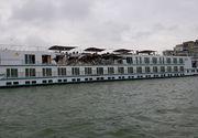 VIDEO | Accident naval pe Dunăre, după ce un cargo s-a ciocnit de o navă de croazieră. Două persoane au avut nevoie de îngrijiri medicale - FOTO