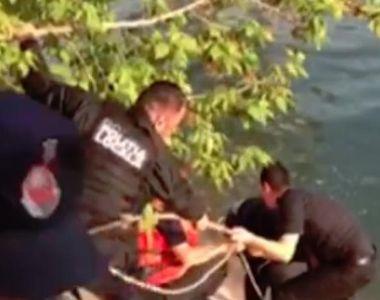 Un bărbat de 39 de ani din Arad a murit după ce a căzut într-un lac, de la bordul unei...