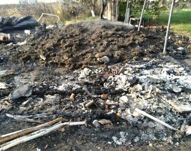 Incendiu la magazia de lemne a Mănăstirii Costineşti. Focul ar fi fost pus intenţionat...