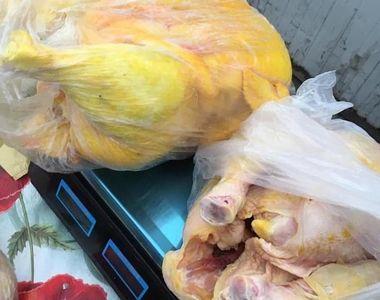 Caz halucinant într-o piață! Carne cumpărată din magazine și vopsită cu galben, pentru...