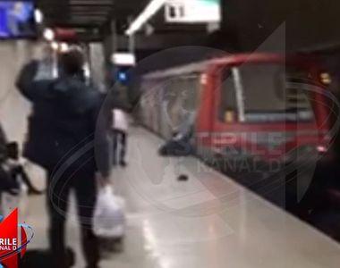 VIDEO | Imagini șocante la metrou. Un bărbat a fost târât câțiva metri, după ce a rămas...