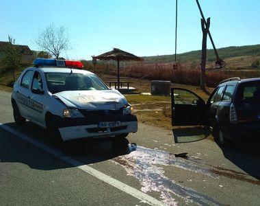 Mașină de poliție, lovită chiar de soferul minor urmărit de oamenii legii