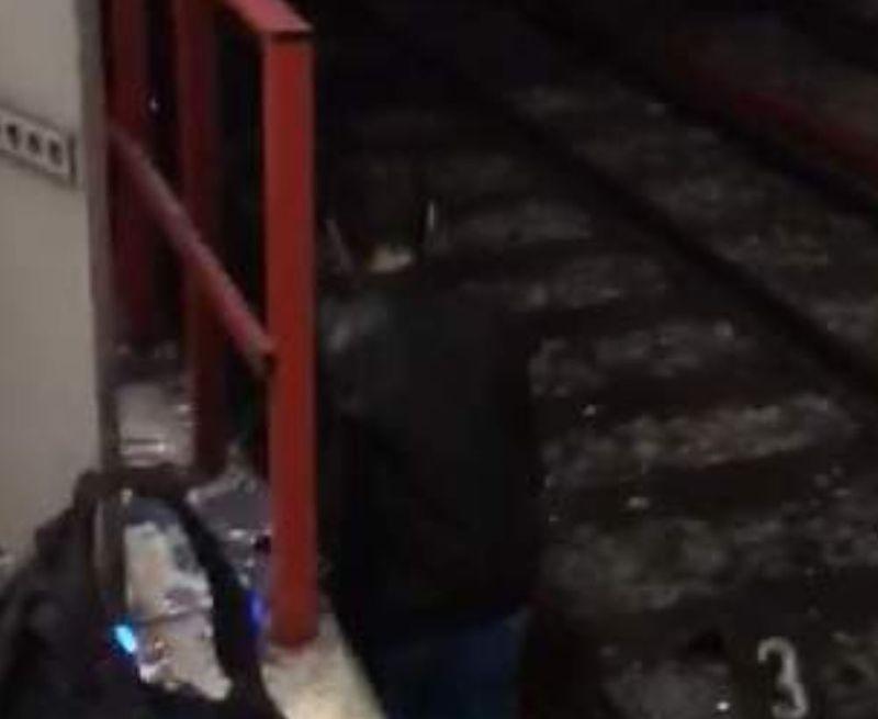 Mecanicul metroului care a fost implicat în incidentul cu un om târât pe peron are doar 23 de ani