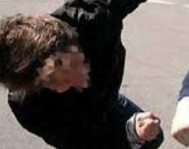 Scene șocante la un liceu din Timiș în timp ce un elev își bătea profesorul. Motivul...