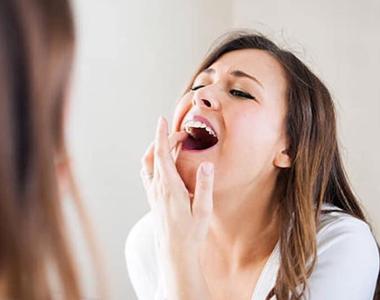 Parodontoza se tratează. Nu aștepta să-ți cadă dinții!