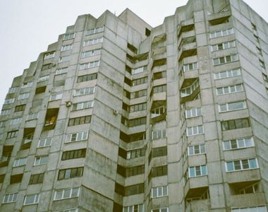 Șocant. O femeie a căzut de la etajul 7  sub privirile teriafiate ale vecinilor!