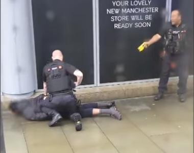 Atac sângeros într-un mall! Mai multe persoane sunt înjunghiate!