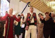 Viorica Dăncilă și Olguța Vasilescu, prinse în horă la o nuntă din Maramureș. Imagini fabuloase!