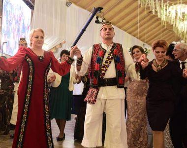 Viorica Dăncilă și Olguța Vasilescu, prinse în horă la o nuntă din Maramureș. Imagini...