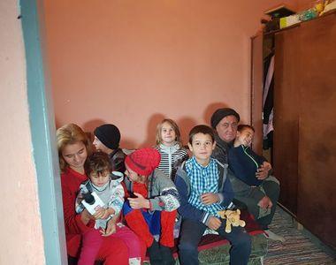 Povestea dureroasă a unei familii! Abandonați de mama, opt copii riscă să fie...