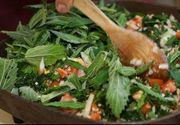 Salata-minune care elimină toxinele. Nu e chiar uşor de mâncat!