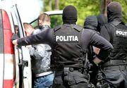 Patru bărbaţi au fost reţinuţi, după ce au înfiinţat culturi de cannabis şi vindeau drogurile persoanelor din anturajul lor