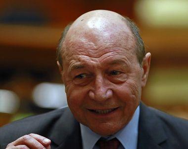 """Băsescu îi numeşte """"o bandă de ticăloşi"""" pe cei care au contribuit la căderea..."""