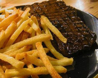 Friptură cu cartofi prăjiţi - combinaţia care îţi distruge sănătatea! Avertismentul...