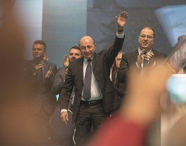 Traian Băsescu, pe Facebook: Iohannis ar putea să mă desemneze pe mine premier